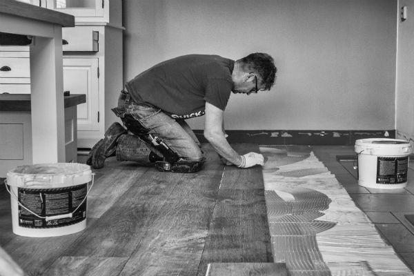 Vloer Laten Leggen : Houten vloer leggen woon en kastenstudio waplalux